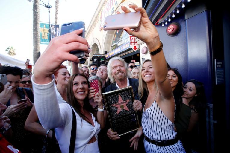 Ένα αστέρι για τον Ρίτσαρντ Μπράνσον στο Χόλιγουντ – Απίθανο σκηνικό με τον γυμνό Κιθ Ρίτσαρντς | Newsit.gr
