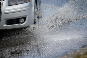 Κίνηση: Απέραντο πάρκινγκ οι δρόμοι λόγω βροχής – Χάρτης