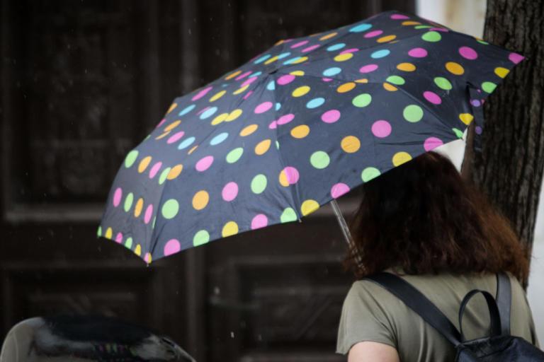 Καιρός για κοντομάνικο και… ομπρέλα | Newsit.gr