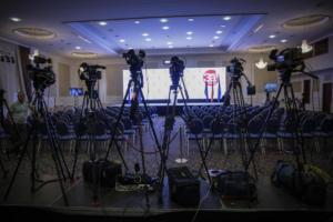 Le Monde: Ο Ζάεφ αποδοκιμάστηκε, η συμφωνία δεν… θάφτηκε