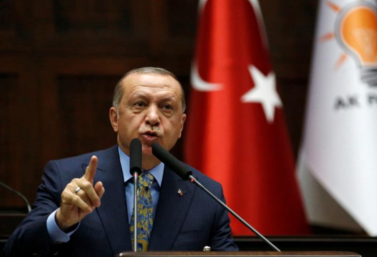 Προς απέλαση από Γερμανία ο δημοσιογράφος που διαμαρτυρήθηκε στον Ερντογάν! | Newsit.gr