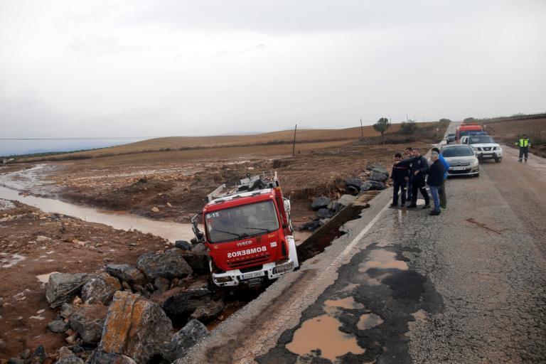 Θρήνος για πυροσβέστη στην Ισπανία – Τον σκότωσαν τα ορμητικά νερά, γλίτωσαν οι συνάδελφοί του | Newsit.gr