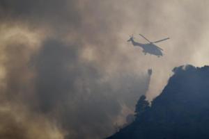 Μεγάλη φωτιά στο Ηράκλειο – Μάχη με επίγεια και εναέρια μέσα