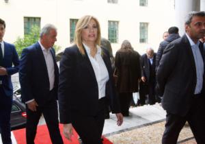 Γιατί το ΚΙΝΑΛ μιλάει για μεγάλο συνασπισμό με ΣΥΡΙΖΑ και ΝΔ