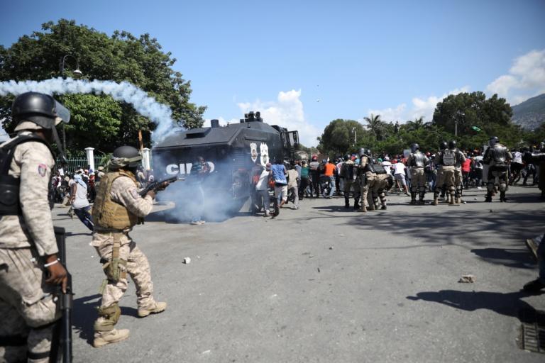 Αϊτή: Οι διαδηλώσεις βάφτηκαν με αίμα! Στους δρόμους κατά του προέδρου – 1 νεκρός, δεκάδες τραυματίες | Newsit.gr