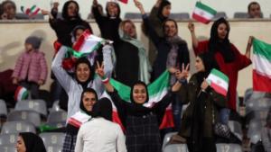 """Ιστορικός αγώνας το Ιράν – Βολιβία! """"Άνοιξαν"""" το γήπεδο για τις γυναίκες [pics]"""