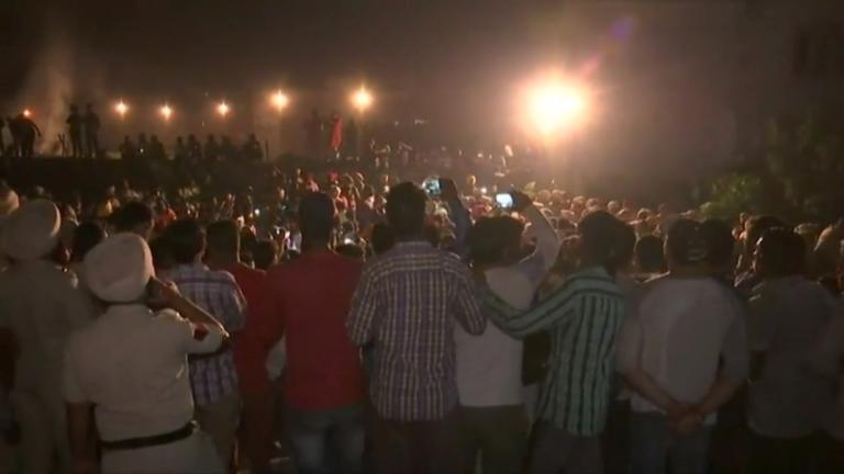 Ινδία: Ανεβαίνει διαρκώς ο αριθμός των νεκρών από το τρομερό σιδηροδρομικό δυστύχημα! [pics] | Newsit.gr