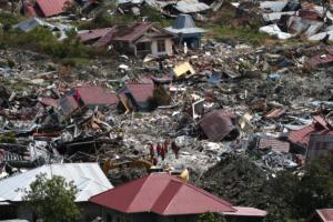 Ινδονησία: Εικόνες αποκάλυψης από το καταστροφικό χτύπημα του Εγκέλαδου και του τσουνάμι – video