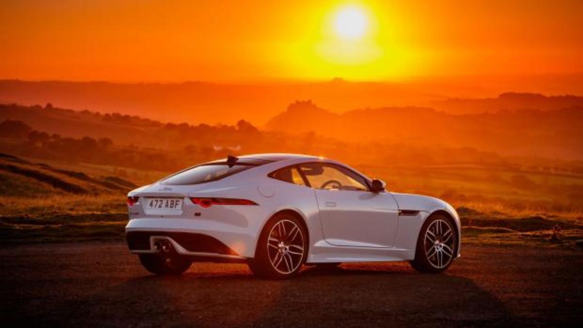 H Jaguar γιορτάζει και φρεσκάρει την πανέμορφη F-type [vid] | Newsit.gr