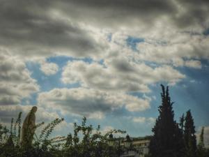 Καιρός: Ήλιος το πρωί, και από το μεσημέρι τοπικές βροχές!