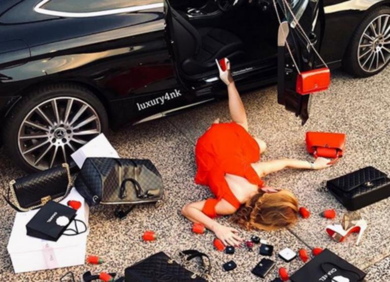 Χαμός για τους εριστικούς νεόπλουτους – Οι viral φωτογραφίες που προκαλούν οργή | Newsit.gr