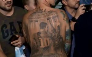 «Χτύπησε» τατουάζ τον Μέσι και πήρε και τη «σφραγίδα» του Αργεντινού! video