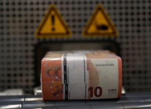 Υπουργείο Οικονομικών: Δικηγόροι, συμβολαιογράφοι και μεσίτες ευάλωτοι σε ξέπλυμα χρήματος