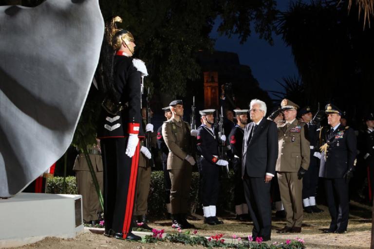Στεφάνι στο Μνημείο Ελληνοϊταλικής Φιλίας στην Κέρκυρα κατέθεσε ο Σέρτζιο Ματταρέλα | Newsit.gr