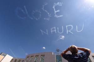 Ναούρου: Το νησί που ντροπιάζει την Αυστραλία – Προσφυγόπουλα σε ημι-κωματώδη κατάσταση