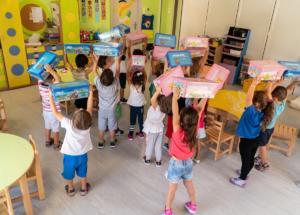 «Μεγαλώνοντας με PLAYMOBIL»: Κοινωνική προσφορά της PLAYMOBIL HELLAS σε 100 παιδικούς σταθμούς των δυτικών προαστίων και του Πειραιά