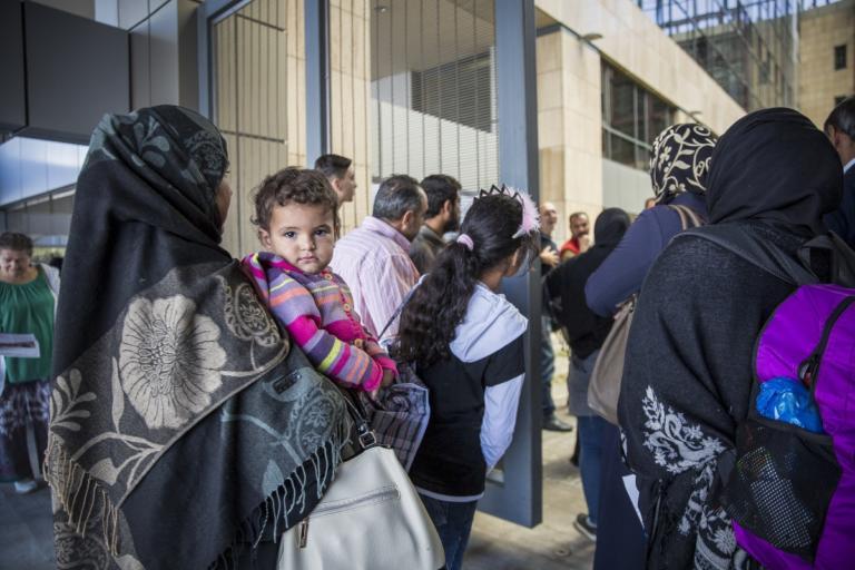 """Deutsche Welle: """"Μέλη του ISIS στο hot spot της Μαλακάσας…""""   Newsit.gr"""