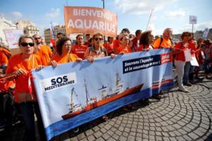 """Τεράστια συγκίνηση! Μεγάλες """"πορτοκαλί"""" διαδηλώσεις στην Ευρώπη!"""