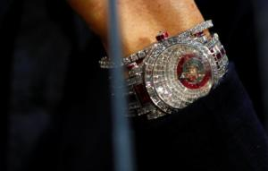 «Ζαλίζει» η αξία του ρολογιού του Ρονάλντο με τα 424 διαμάντια! [pics]