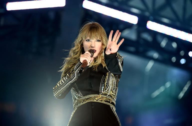 Taylor Swift: Είναι η γυναίκα καλλιτέχνης με τα περισσότερα βραβεία στην ιστορία των American Music Awards! | Newsit.gr