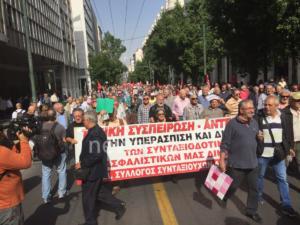 Κλειστή η Σταδίου στο κέντρο της Αθήνας από πορεία συνταξιούχων