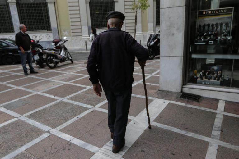 Συντάξεις: Μικρότερες μειώσεις προαναγγέλλει ο Ρέγκλινγκ | Newsit.gr