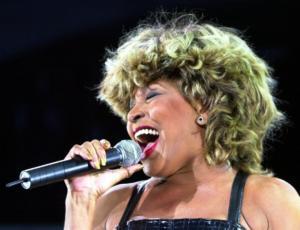 "Tina Turner εκ βαθέων:  ""Την πρώτη νύχτα του γάμου ο Άικ με πήγε σε πορνείο!"" – video"