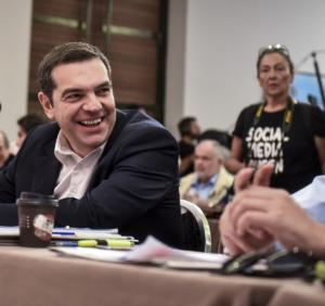 Τσίπρας: Ανεβάζει συνεχώς φωτογραφίες με συναντήσεις του στα social media