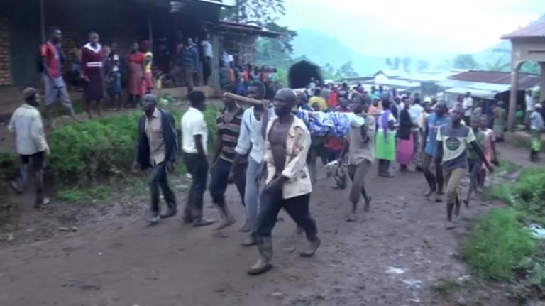 Θρήνος για 31 ψυχές – Καταπλακώθηκαν από τεράστιους βράχους στην Ουγκάντα | Newsit.gr