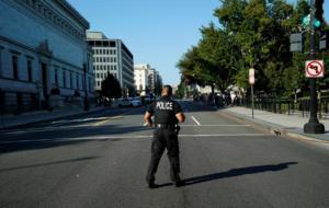 Νέα τρομο-πακέτα στις ΗΠΑ – «Στόχοι» ο γερουσιαστής Μπούκερ και ο πρώην επικεφαλής της υπηρεσίας Πληροφοριών