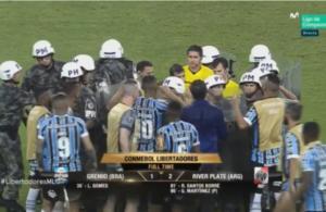 Πέναλτι… τελικού ο Σκόκο! Με συνοδεία αστυνομικών αποχώρησε ο διαιτητής – video