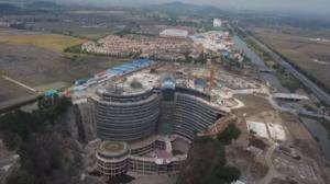 Αρχιτεκτονικό θαύμα με θέα στον «κάτω κόσμο»