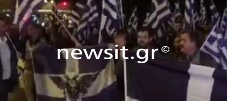 Συγκέντρωση στην αλβανική πρεσβεία για τον θάνατο του Έλληνα ομογενή! Παρόντες Χρυσαυγίτες – video [pics] | Newsit.gr