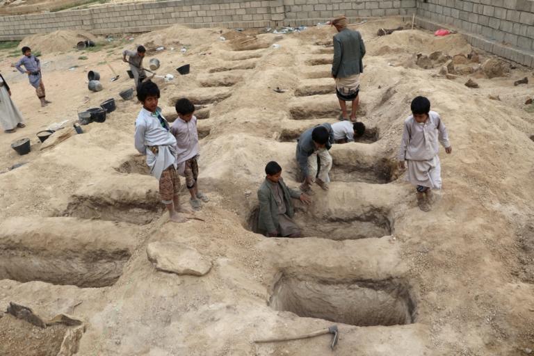 Βομβάρδισαν εργοστάσιο συσκευασίας τροφίμων – 16 νεκροί στην Υεμένη | Newsit.gr