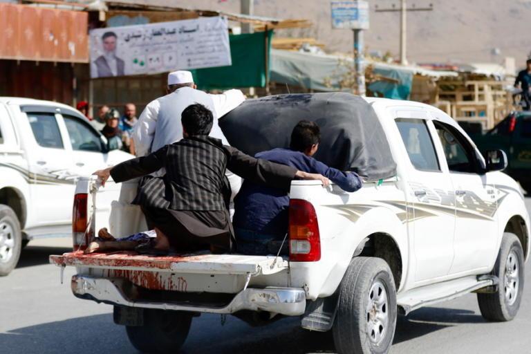 Αφγανιστάν: Ματωμένες εκλογές – 15 νεκροί από επίθεση βομβιστή αυτοκτονίας [pics] | Newsit.gr