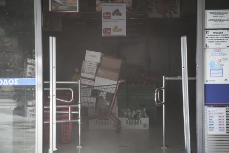 Υπό έλεγχο η φωτιά σε σούπερ μάρκετ στην Αγία Παρασκευή [pics] | Newsit.gr