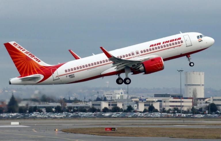 Αεροσυνοδός έπεσε από αεροσκάφος της Air India! | Newsit.gr
