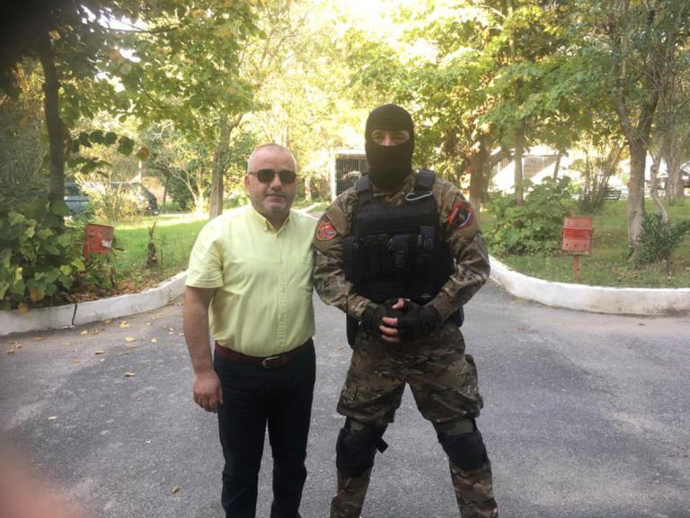 Προκαλεί Αλβανός δημοσιογράφος: Καλύτερα να κλαίνε οι μανάδες σας παρά να φορούν μαύρα οι δικές μας | Newsit.gr