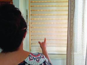 Μεσσηνία: Κοίταξε το παντζούρι του σπιτιού και είδε αυτές τις εικόνες – Εφιάλτης για μάνα και κόρη – video
