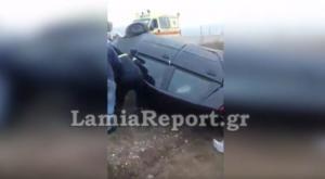 Φθιώτιδα: Τούμπαρε το αυτοκίνητο, εγκλωβίστηκε η οδηγός – video
