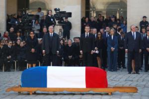 Σαρλ Αζναβούρ: Η παλιά φρουρά και όλη η Γαλλία αποχαιρέτησαν έναν μεγάλο