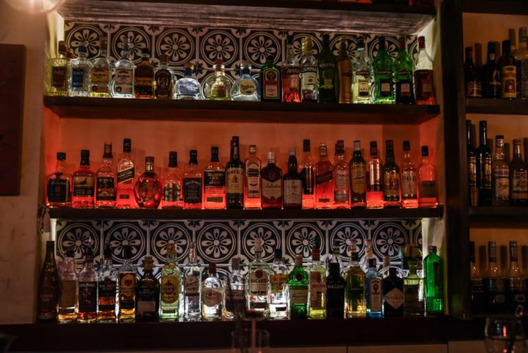Δύο αθηναϊκά στέκια στη λίστα με τα 50 καλύτερα μπαρ κόσμου   Newsit.gr