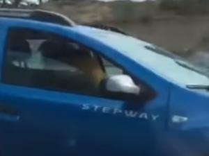 Ασυγκράτητοι! Έκαναν σεξ στο εν κινήσει αυτοκίνητο – video