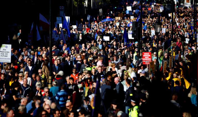 Βρετανία: Εκατοντάδες χιλιάδες διαδηλωτές στο Λονδίνο για το Brexit [pics]   Newsit.gr