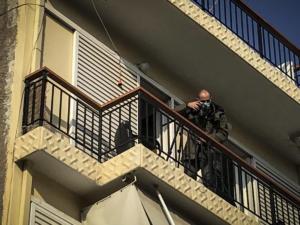 Προφυλακιστέος ο αστυνομικός για την «περίεργη» υπόθεση στη Νίκαια – Δέθηκε και ξυλοκοπήθηκε από Πακιστανούς