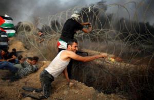 Η εικόνα του Παλαιστίνιου μαχητή που συγκλονίζει