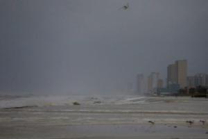Ο κυκλώνας του αιώνα μια ανάσα από την Φλόριντα [VIDEO]