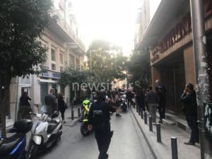 Φωτιά σε μαγαζί στην οδό Κολοκοτρώνη – video