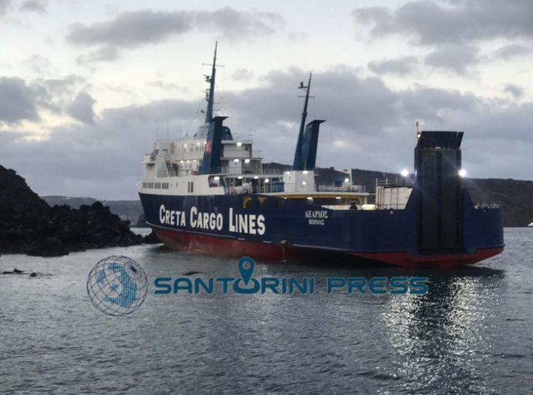Σαντορίνη: Αυτοψία δύτη στη Νέα Καμένη για το πλοίο που προσάραξε – Οι εικόνες από το σημείο – video | Newsit.gr