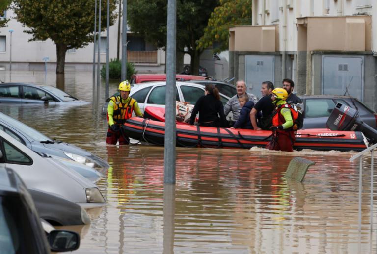 Γαλλία: 13 νεκροί από τις φονικές πλημμύρες – Οι πιο καταστροφικές εδώ και… 121 χρόνια! – video | Newsit.gr
